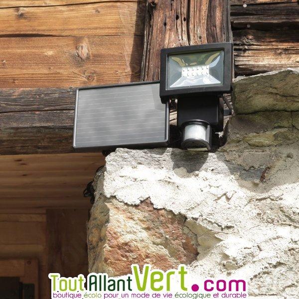 projecteur solaire d tecteur de mouvement pour entr e et all e 444 lumens watt home achat. Black Bedroom Furniture Sets. Home Design Ideas